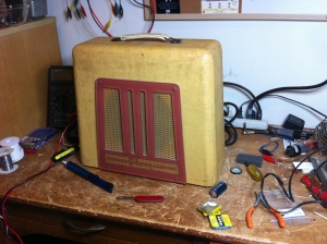 Nice relic from late 40s/early 50s. Vintage Gibson BR-9 lap steel amp in for a recap.