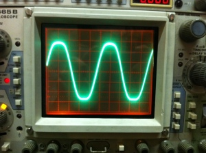 Super neat sine wave and the amp sounded very clean indeed. Wish the intensity of the display wasn't up so high so we could see it even neater. Yamaha G100 schematic -- https://drive.google.com/file/d/0B01EXvY0__YYekhiM3QtWmZxODA/view?usp=sharing