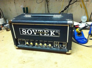 Cool, tiny little amp, Sovtek MIG-50H. The high gain version of the MIG-50. As if the MIG-50 was not already a very small amp this is squashed together and is even smaller. Looks like the knobs have been replaced with Marshall-style ones on this piece.